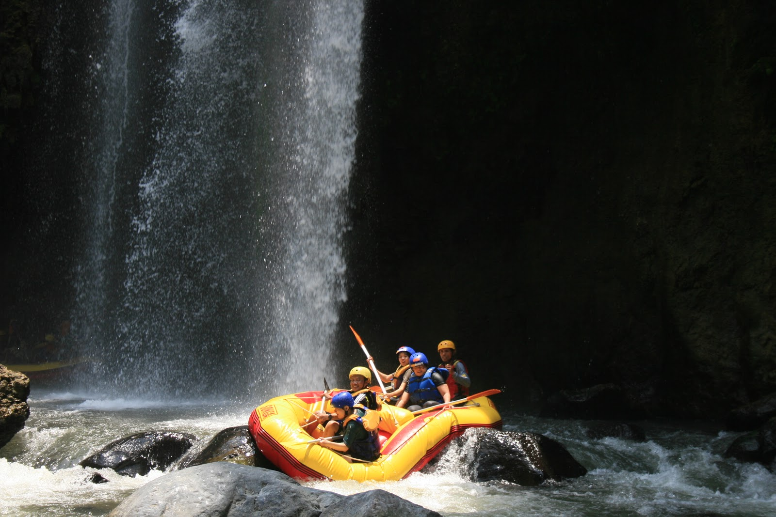 Songa Adventure Rafting at Pekalen river