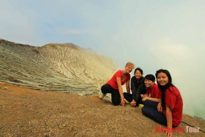 A group of Traveller at Ijen crater