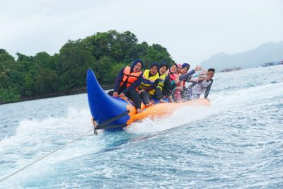 Banana boat at Thousand Island