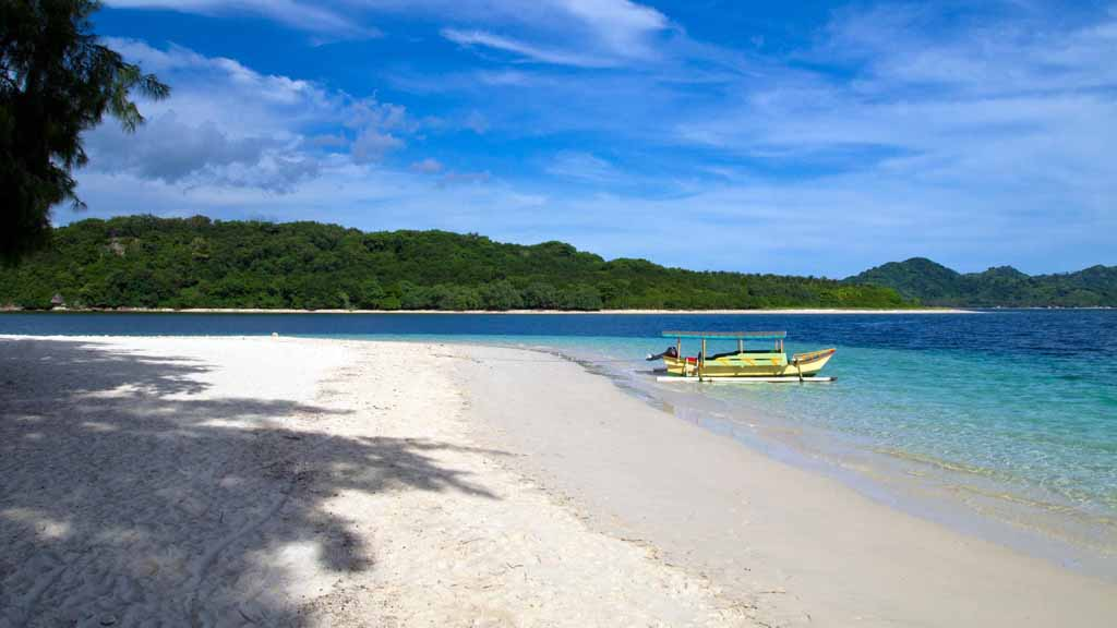White sandy beach of Gili Nanggu