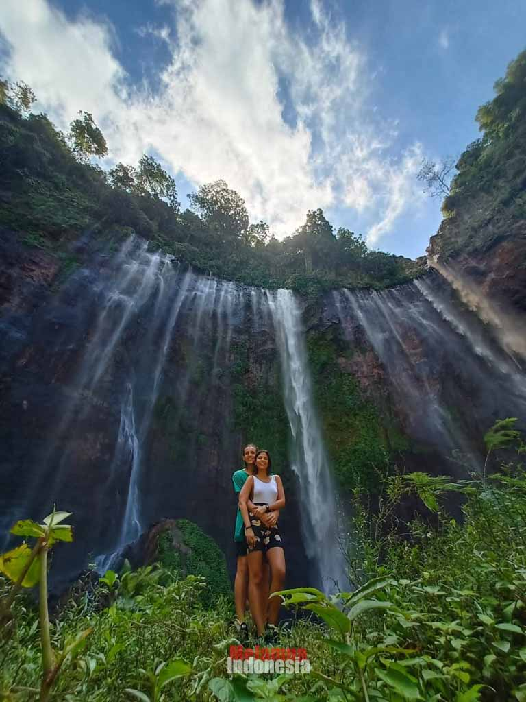 A couple in Tumpak sewu waterfall